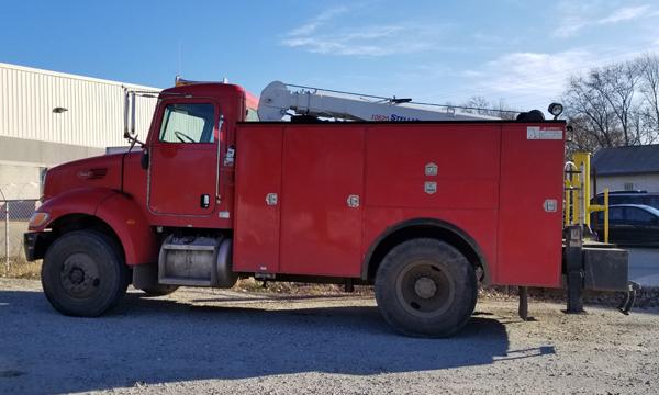 service truck 2005 Peterbilt 335 Service Truck