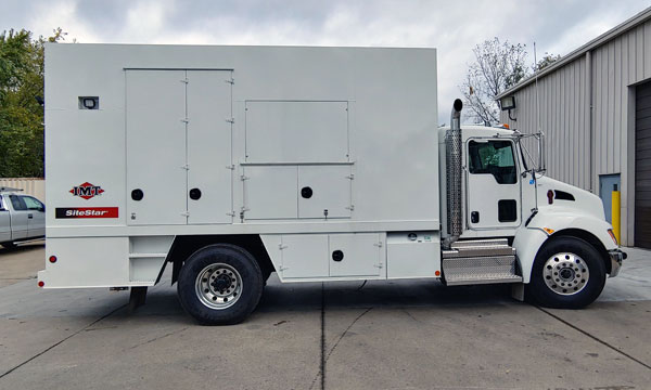 service truck 2020 17' Enclosed SiteStar Lube Truck