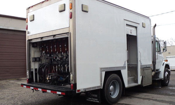 service truck 2003 Freightliner Enclosed Lube Truck