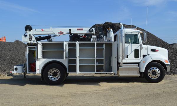 service truck 2016 14' Peterbilt Dominator 2, Automatic