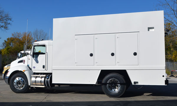 service truck Refurbished 17' Enclosed SiteStar Lube Truck