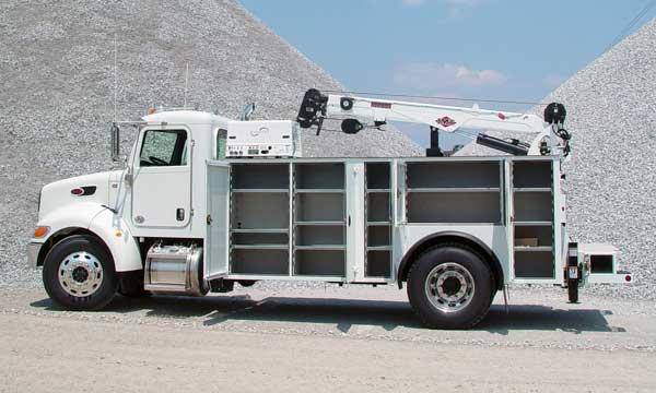 service truck 2014 14' Peterbilt Dominator 2 Automatic