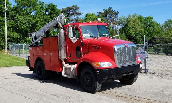 service truck 2005 Peterbilt 335 Service Truck - 876990