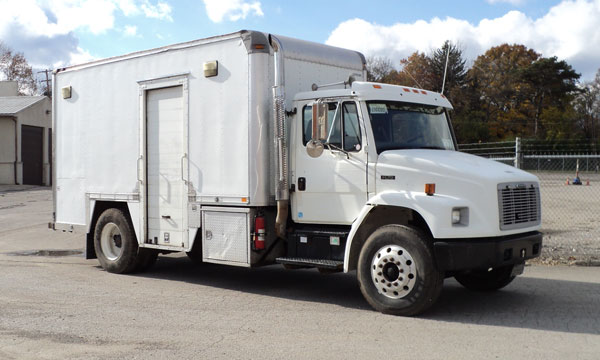 service truck 2003 Freightliner FL70 Lube Truck - L90080