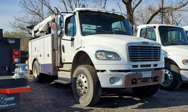 service truck USED 2011 Freightliner Service Truck