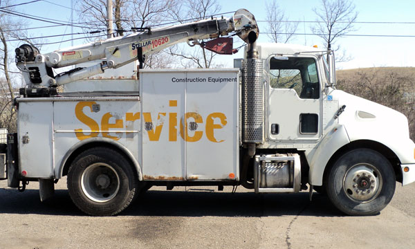 service truck 2006 Kenworth T300 with service body