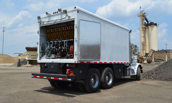service truck 2000 Peterbilt 357 Lube Truck