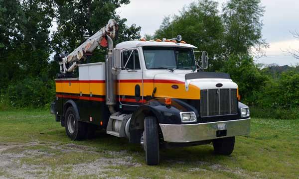 service truck 2003 Peterbilt 330 Service Truck
