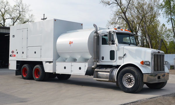 service truck Used 2006 Peterbilt 357 Fuel Lube Truck - 7N6667