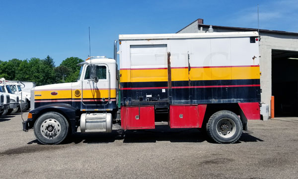 service truck 1990 Peterbilt Lube Truck - 300480